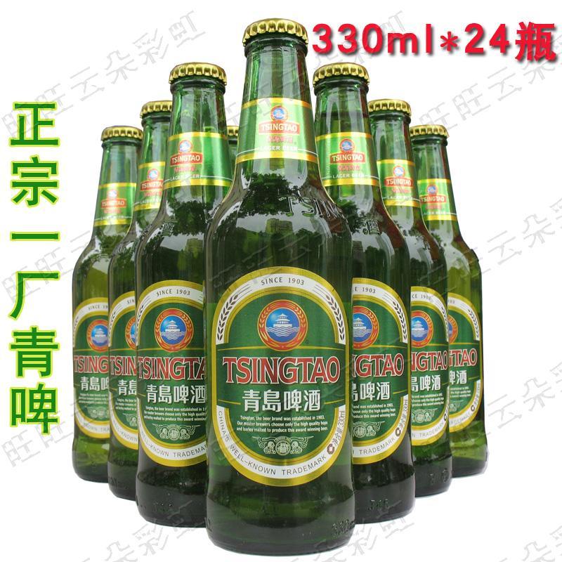 啤酒保鲜技术,保证啤酒口味的新鲜。 青岛啤酒股份有限公司的前身系国营青岛啤酒厂,始建于1903年,是我国最早的啤酒生产厂家之一。 在近百年发展历程中,青岛啤酒在吸取国外技术的基础上形成了自己独特的生产工艺和质量品位,成为国 内外久负盛名的名酒。曾七次获取国家金质奖,三次在美国国评酒会上夺魁。 真假青岛啤酒 主要从外观质量的两大方面来鉴别,即外包装和内包装。 瓶装青岛啤酒包装箱的鉴别 青岛啤酒包装箱规格640ml*12瓶、355ml*24瓶、296ml*24瓶之分,分为出口纸箱、内销纸箱两种。内销酒 箱面上