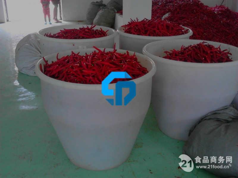 山东省庆云华威塑料制品有限公司,是山东省科委认定的高新技术企业,是目前国内大型塑料容器生产企业之一,致力于塑料包装容器的生产研发以及化工产品包装市场的拓展,并逐步发展成为行业领先的塑料包装容器供应商之一,本着为顾客提供最佳产品的宗旨,经济效益不断提高,并得到了广大使用厂家的普遍认可和称赞。目前,已拥有4个生产基地。公司总部座落于山东省北部环渤海经济开发区双河工业园内,年生产塑料制品能力7000吨,各类专业技术人员31人,其中高级职称6人,中级职称10人,生产设备先进,技术力量雄厚。ISO9000国际质量
