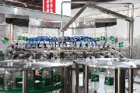小瓶装矿泉水的灌装机生产线