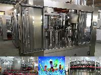 三合一碳酸饮料等压灌装机