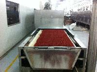 山东辣椒碎粉圈干燥杀菌设备,微波辣椒碎烘干设备